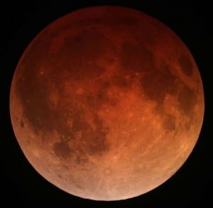 800px-Lunar_eclipse_April_15_2014_California_Alfredo_Garcia_Jr1