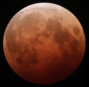 800px-Lunar_eclipse_October_8_2014_California_Alfredo_Garcia_Jr_mideclipse