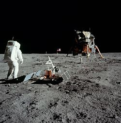 250px-Aldrin_with_experiment