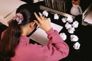 student-deciding-on-college-essay-topics