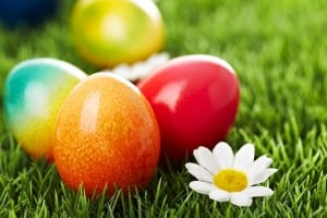 natural-ways-to-dye-easter-eggs_tub3nt