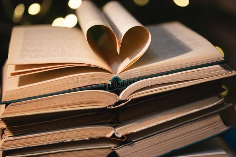 heart-shaped-book-pages-christmas-atmosphere-167483816